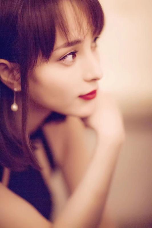 张烨新剧二次觉醒热播饰演觉醒AI人茉莉获赞